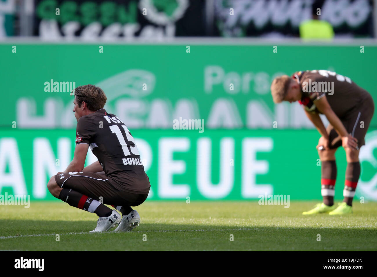 19 May 2019, Bavaria, Fürth: Soccer: 2nd Bundesliga, SpVgg Greuther Fürth - FC St. Pauli, 34th matchday, at the Sportpark Ronhof Thomas Sommer. Daniel Buballa (l) and Finn Ole Becker from FC St. Pauli stay on the pitch after the final whistle. Photo: Daniel Karmann/dpa - IMPORTANT NOTE: In accordance with the requirements of the DFL Deutsche Fußball Liga or the DFB Deutscher Fußball-Bund, it is prohibited to use or have used photographs taken in the stadium and/or the match in the form of sequence images and/or video-like photo sequences. - Stock Image