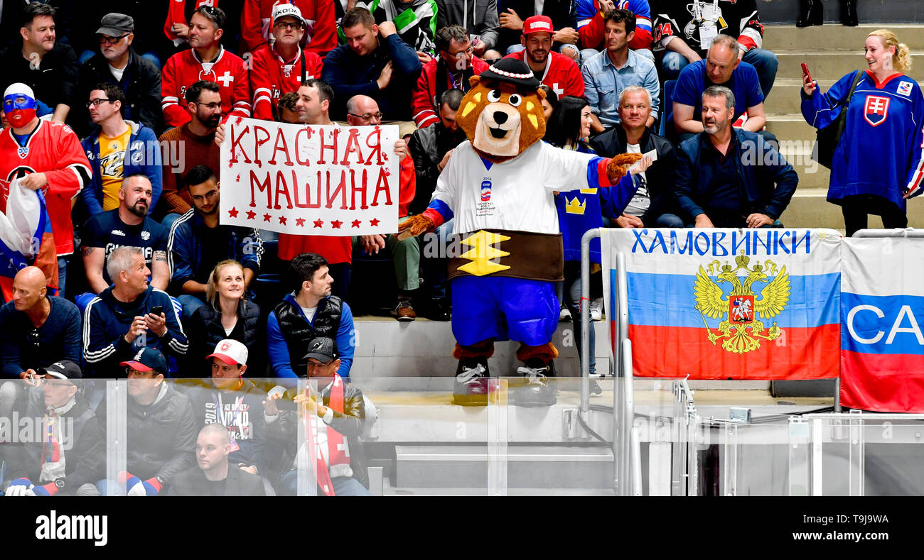 Bratislava, Slovakia. 19th May, 2019. A mascot of the 2019 IIHF World Championship bear Macejko with fans during the match between Switzerland and Russia within the 2019 IIHF World Championship in Bratislava, Slovakia, on May 19, 2019. Credit: Vit Simanek/CTK Photo/Alamy Live News Stock Photo