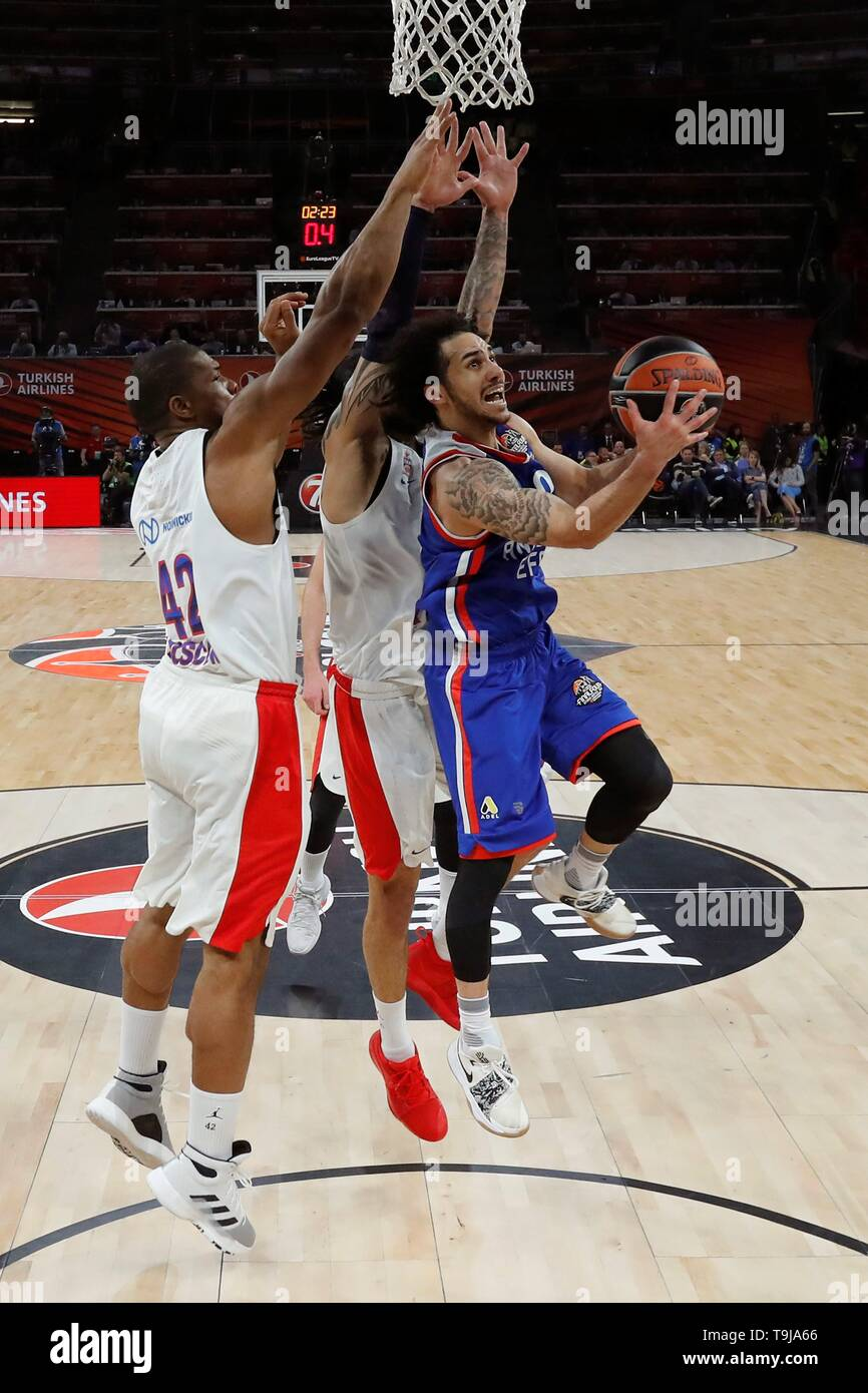 Anadolu Efes' Shane Larkin (R) in action against CSKA Moscow's Kyle Hines (L) during the Euroleague Final Four final match at the Buesa Arena in Vitoria, northern Spain, 19 May 2019. EFE/ Juan Carlos Hidalgo - Stock Image