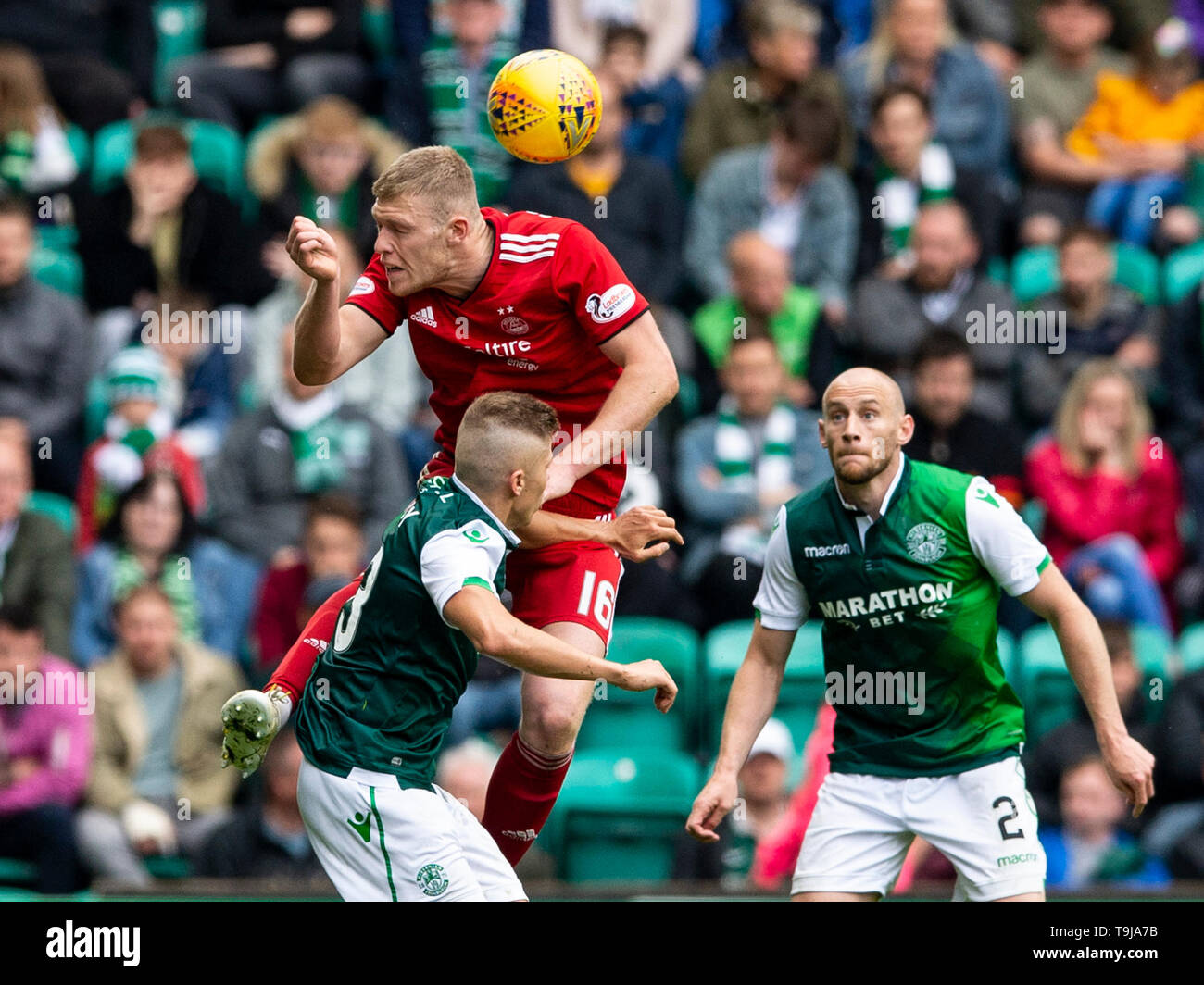 Edinburgh, Scotland, UK. 19th May, 2019.  Pic shows: Aberdeen midfielder, Sam Cosgrove, wins the ball from Hibs' left midfielder, Fraser Murray, during the second half as Hibs play host to Aberdeen at Easter Road Stadium, Edinburgh Credit: Ian Jacobs/Alamy Live News Stock Photo