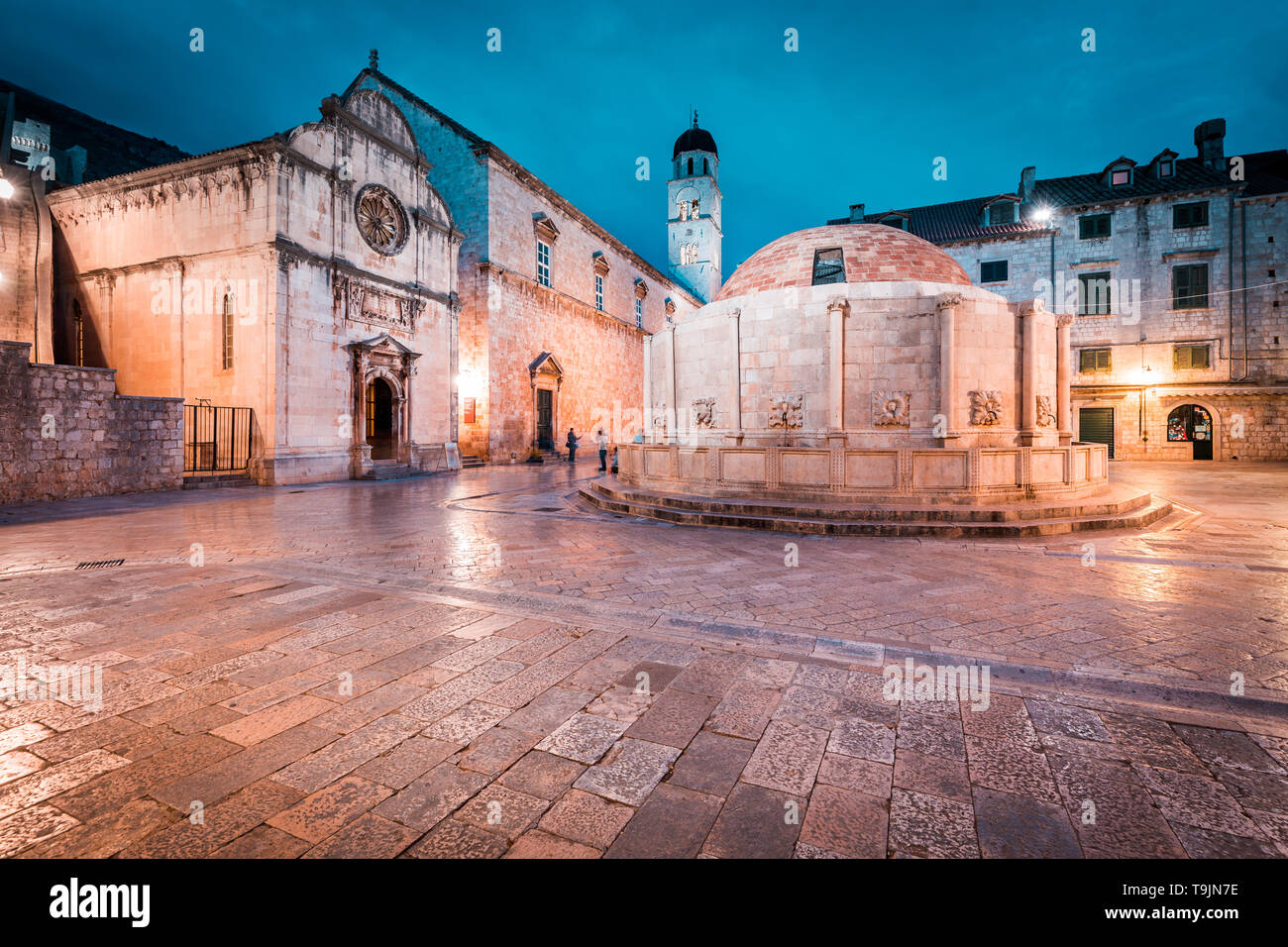 Beautiful twilight view of the historic town of Dubrovnik with famous Onofrio's fountain at dusk, Dalmatia, Croatia - Stock Image