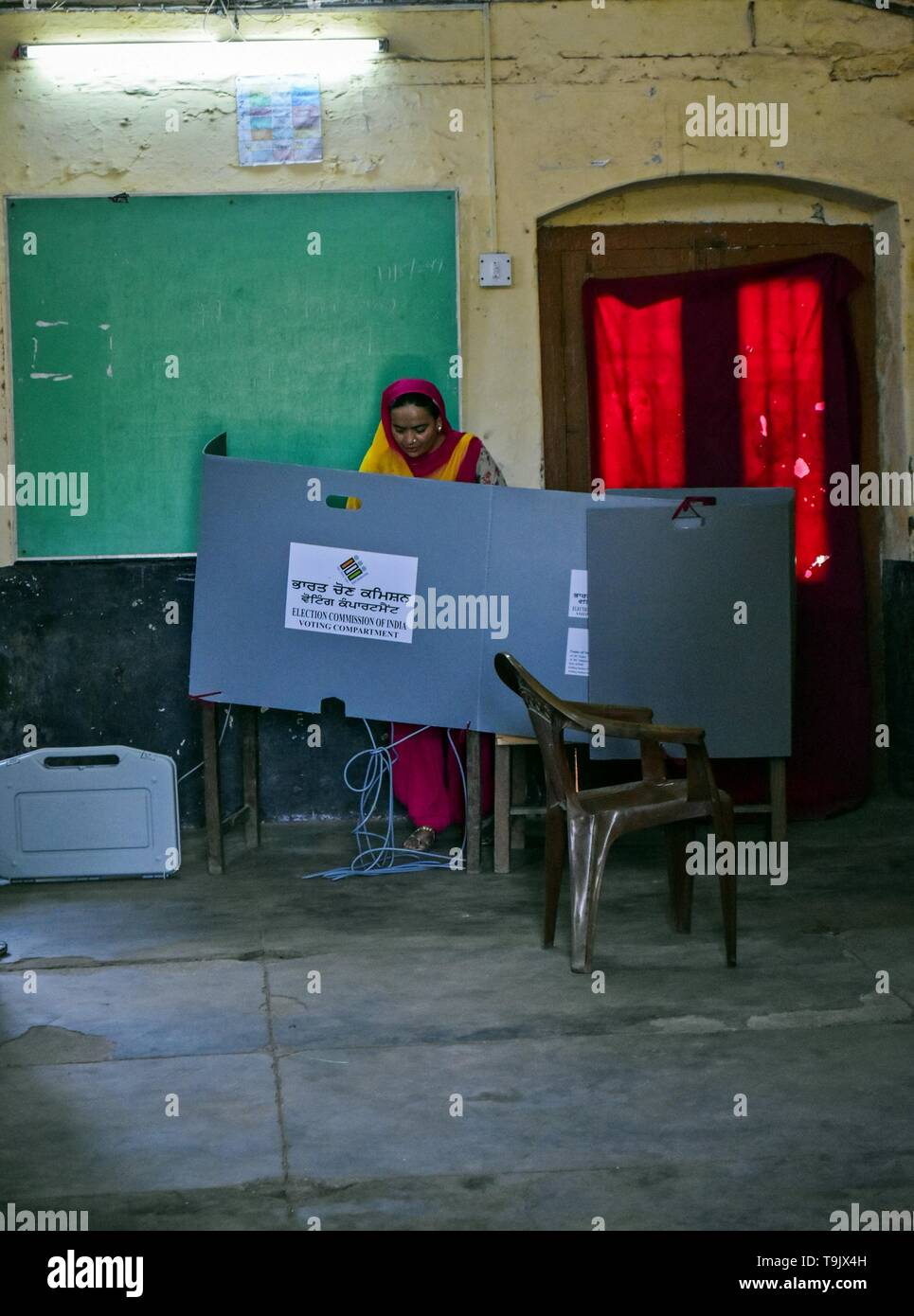 An Indian woman seen casting her vote at a polling station during the final phase of India's general election in Patiala district of Punjab. Voting has begun for the final phase of Lok Sabha elections in Punjab, Bihar, West Bengal, Madhya Pradesh, Uttar Pradesh, Himachal Pradesh, Jharkhand and Chandigarh. Over 10.01 lakh voters will decide the fate of 918 candidates. The counting of votes will take place on May 23, officials said. - Stock Image