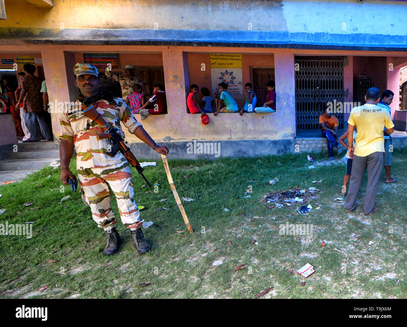 A CISF (Central Industrial Security Force) officer seen standing on guard at a polling station during the 7th Phase (Final Phase) of General Elections in Baruipur, west Bengal. Voting has begun for the 7th phase (final phase) elections in Baruipur, West Bengal. - Stock Image