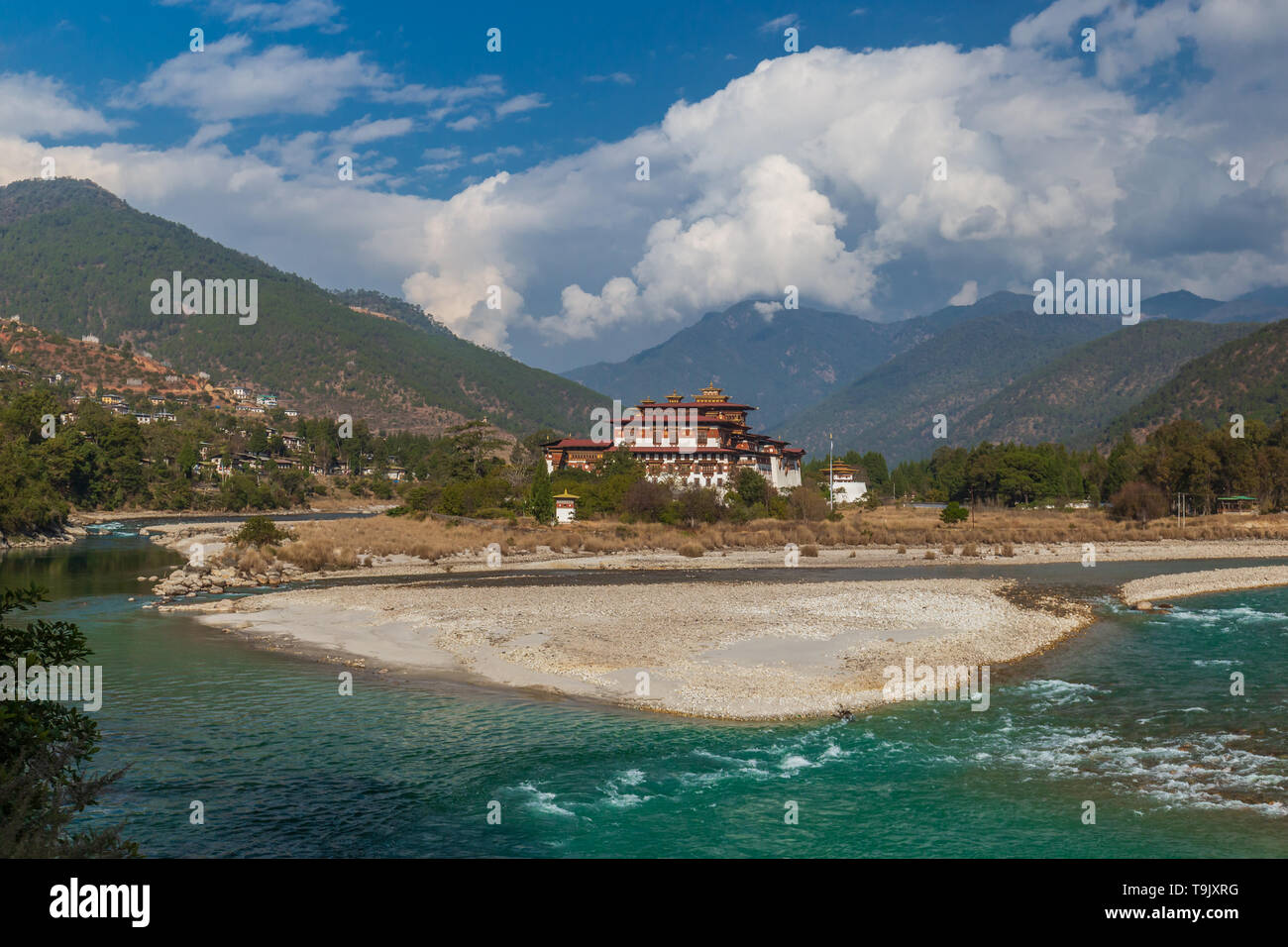 Punakha Dzong at the junction of Mo Chhu and Pho Chhu (Mo River and Cho River) forming Punakha Tsang Chhu (Punakha Tsang River) - Stock Image
