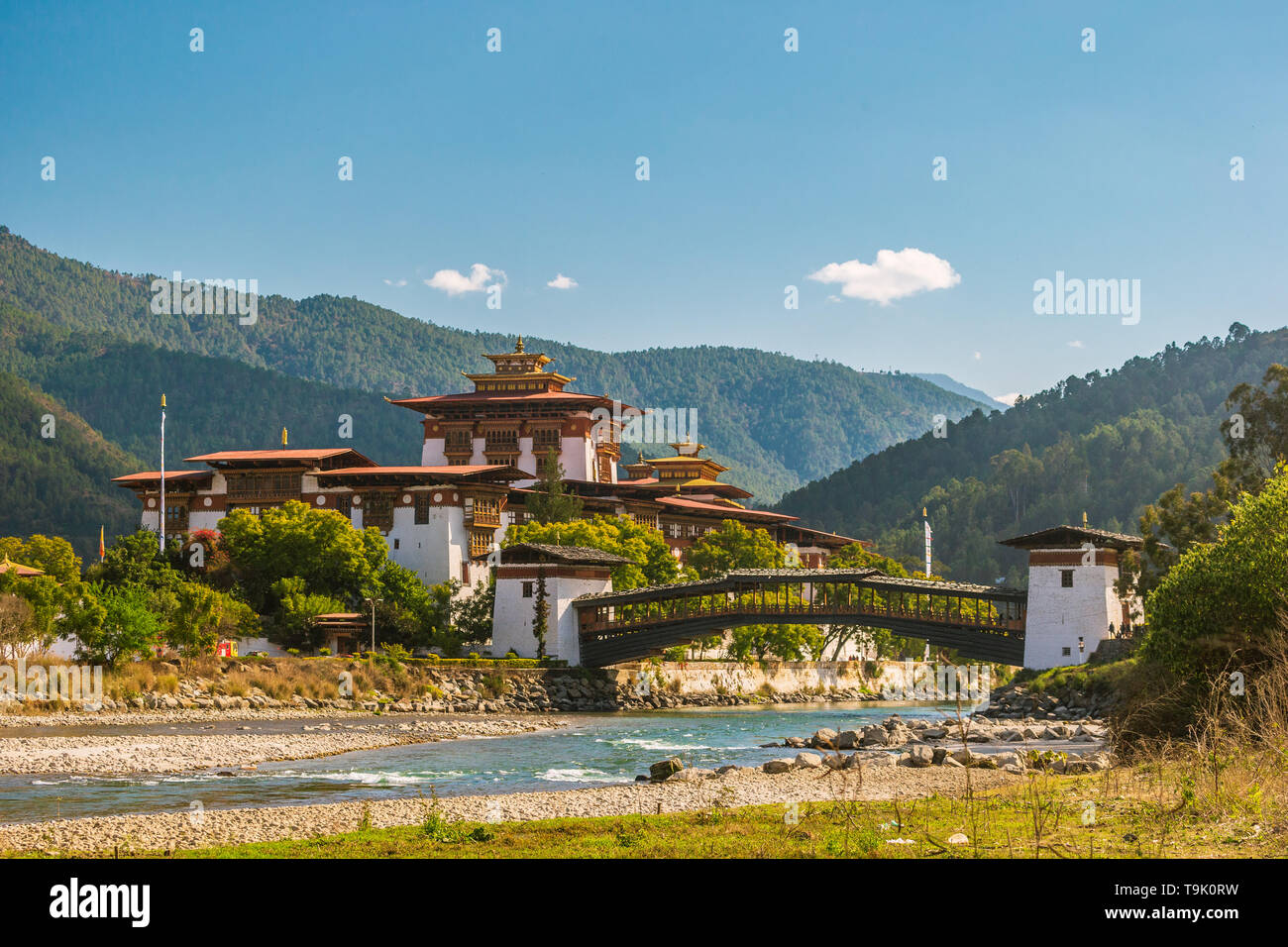 The massive Punakha Dzong at the Mo Chhu River - Stock Image