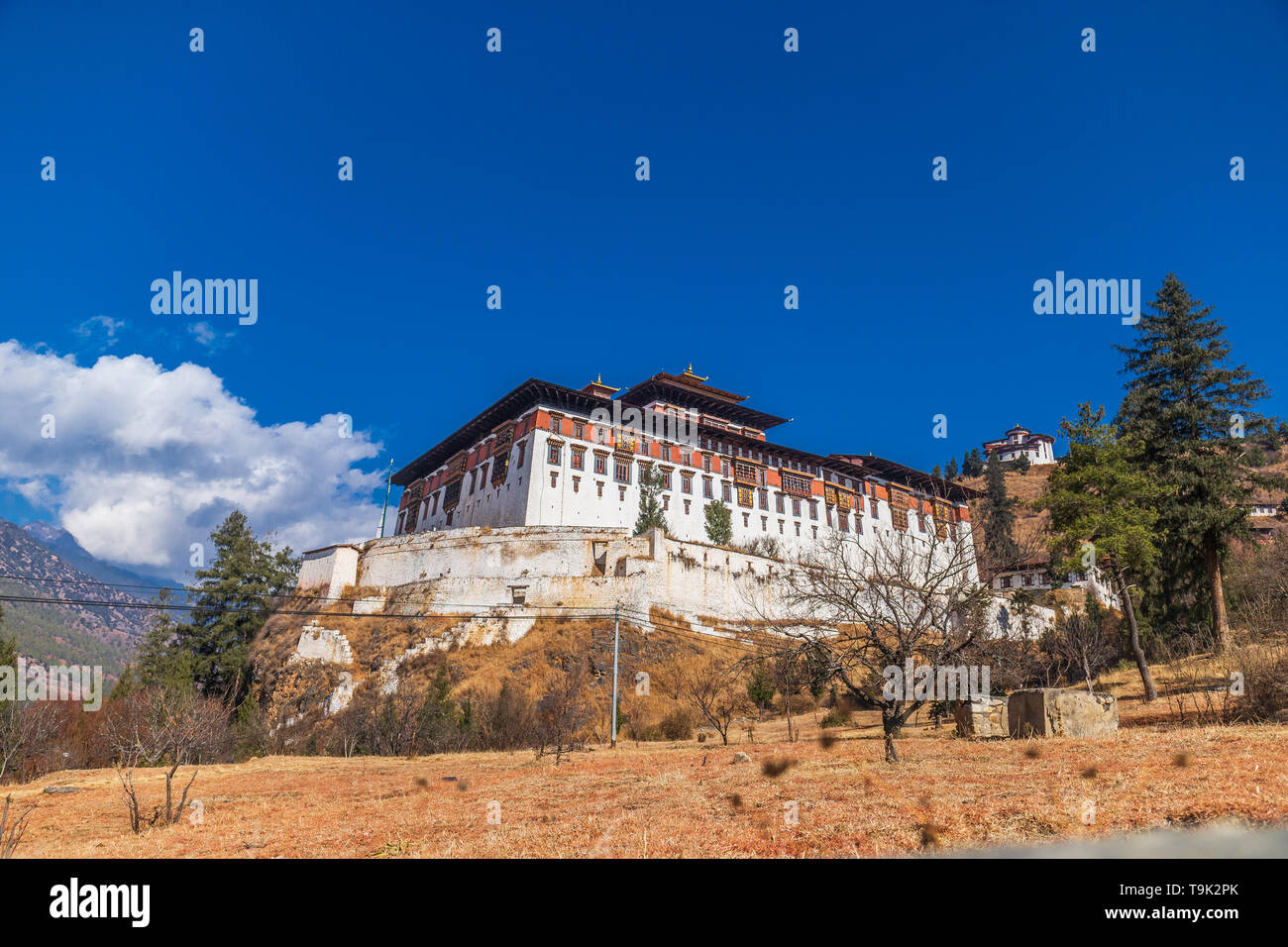 Ringpung Dzong with an amazing blue sky - Stock Image