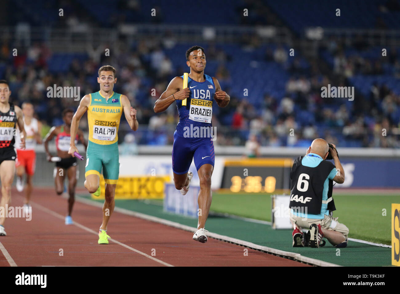 YOKOHAMA, JAPAN - MAY 10: Donavan Brazier of the USA in the mixed 2x2x400m relay during Day 1 of the 2019 IAAF World Relay Championships at the Nissan Stadium on Saturday May 11, 2019 in Yokohama, Japan. (Photo by Roger Sedres for the IAAF) - Stock Image
