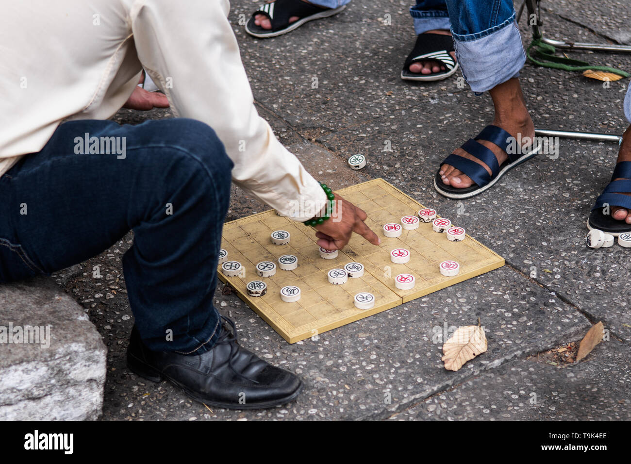 Men playing chess in the street in Ho Chi Minh City in Vietnam. - Stock Image