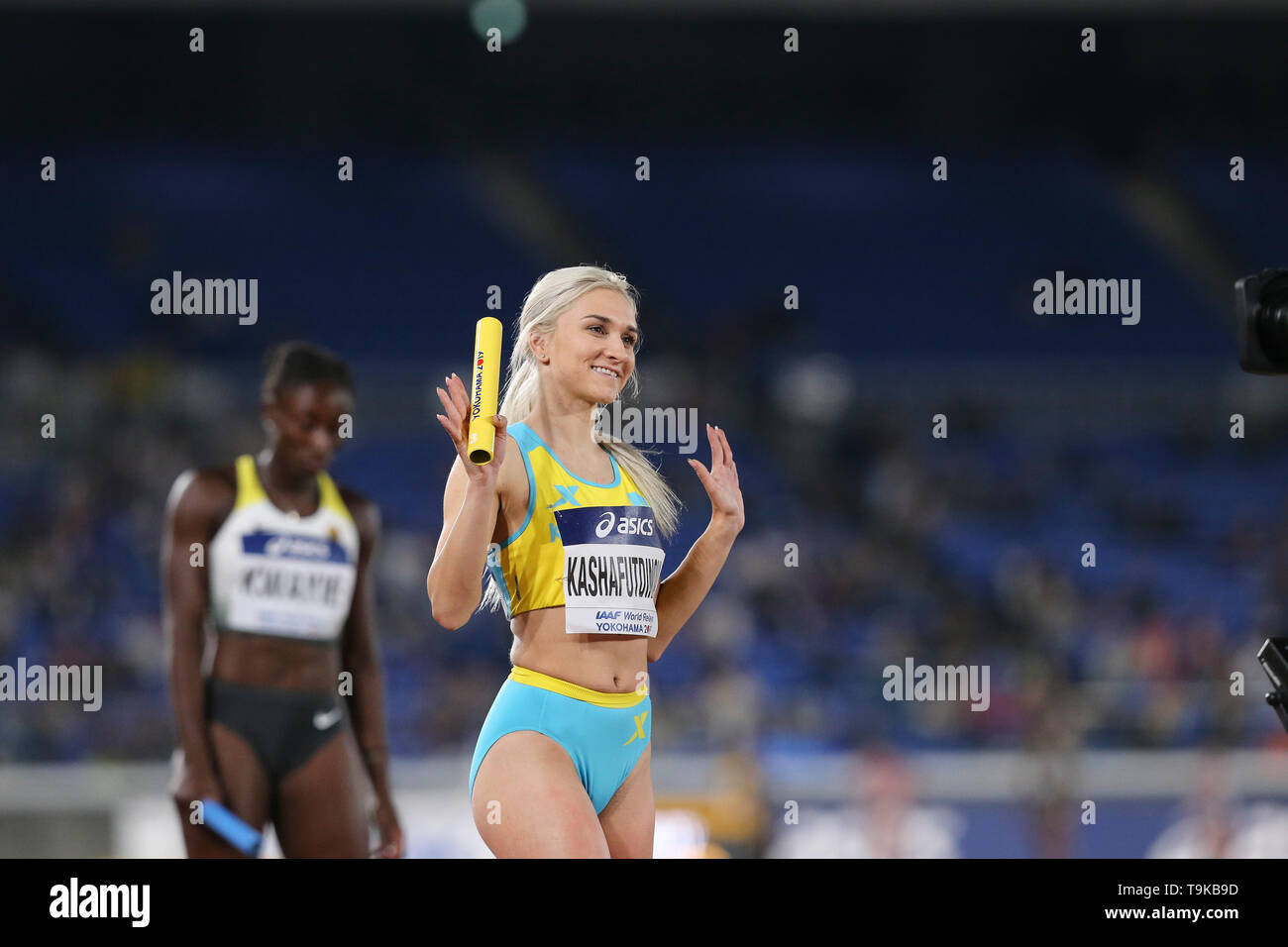 YOKOHAMA, JAPAN - MAY 10: Rima Kashafutdinova of Kazakhstan at the start of the women's 4x100m relay during Day 1 of the 2019 IAAF World Relay Championships at the Nissan Stadium on Saturday May 11, 2019 in Yokohama, Japan. (Photo by Roger Sedres for the IAAF) - Stock Image