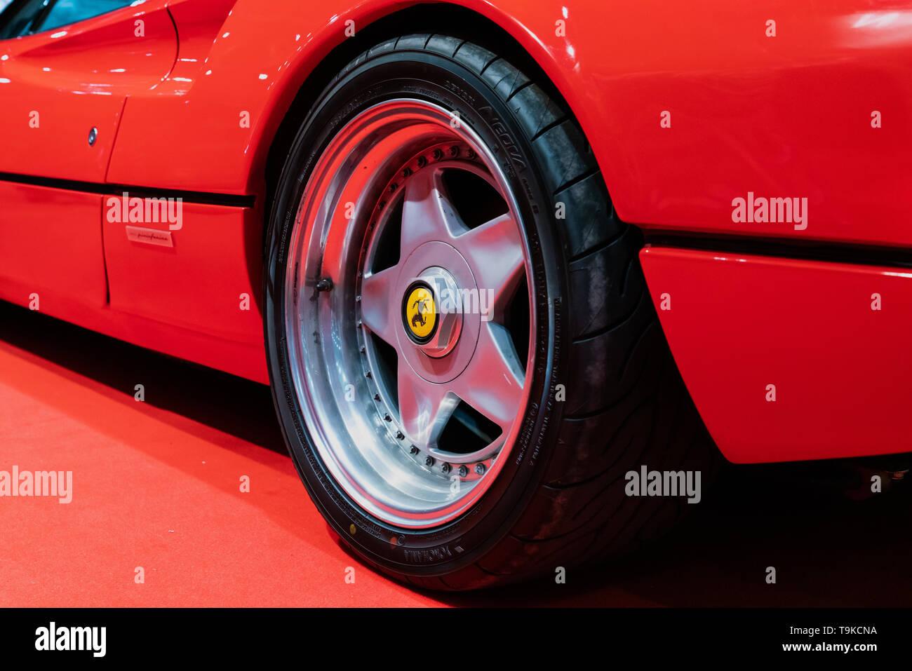 18th May 2019. London, UK. Iconic Ferrari F40 17-inch split-rim 5-spoke Speedline alloy wheels mounted on a 308 model at London Motor Show 2019. - Stock Image