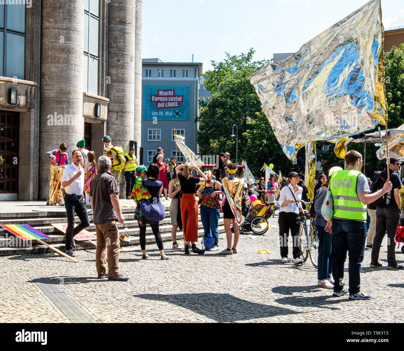 Germany, Berlin, Mitte. May 19, 2019. Unite & Shine Parade at Rosa-Luxemburg-Platz. Demonstration for solidarity in Europe before the upcoming European Elections. People unite under the slogan 'For a Europe of the many' in a move against nationalism, exclusion, racism, and the restrictions of artistic freedom in Europe. The demo was organised by 'Die Vielen' (The Many) - an organization that was founded in 2017 to actively foster democratic culture. Credit: Eden Breitz/Alamy - Stock Image