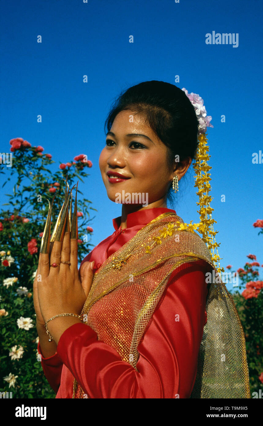 Thailand. Bangkok. Outdoors portrait of young woman finger dancer in traditional dress. - Stock Image