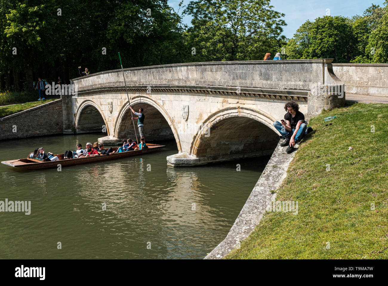 Students and tourists infront of University of Cambridge Trinity College Bridge. - Stock Image