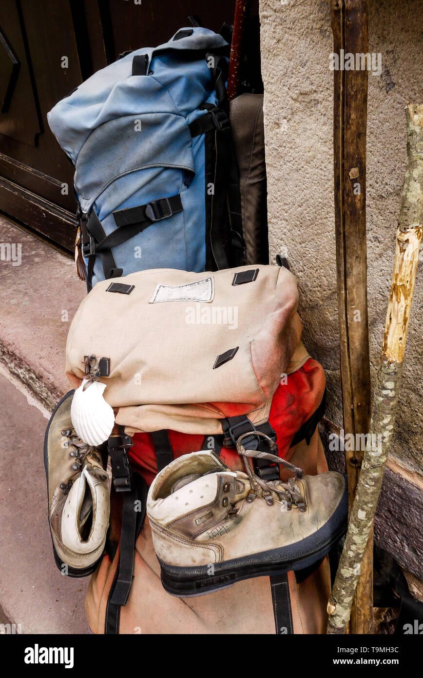 Compostelle road Pilgrims backpacks, Saint-Jean Pied de Port, Pyrénées-Atlantiques, Nouvelle-Aquitaine, France - Stock Image