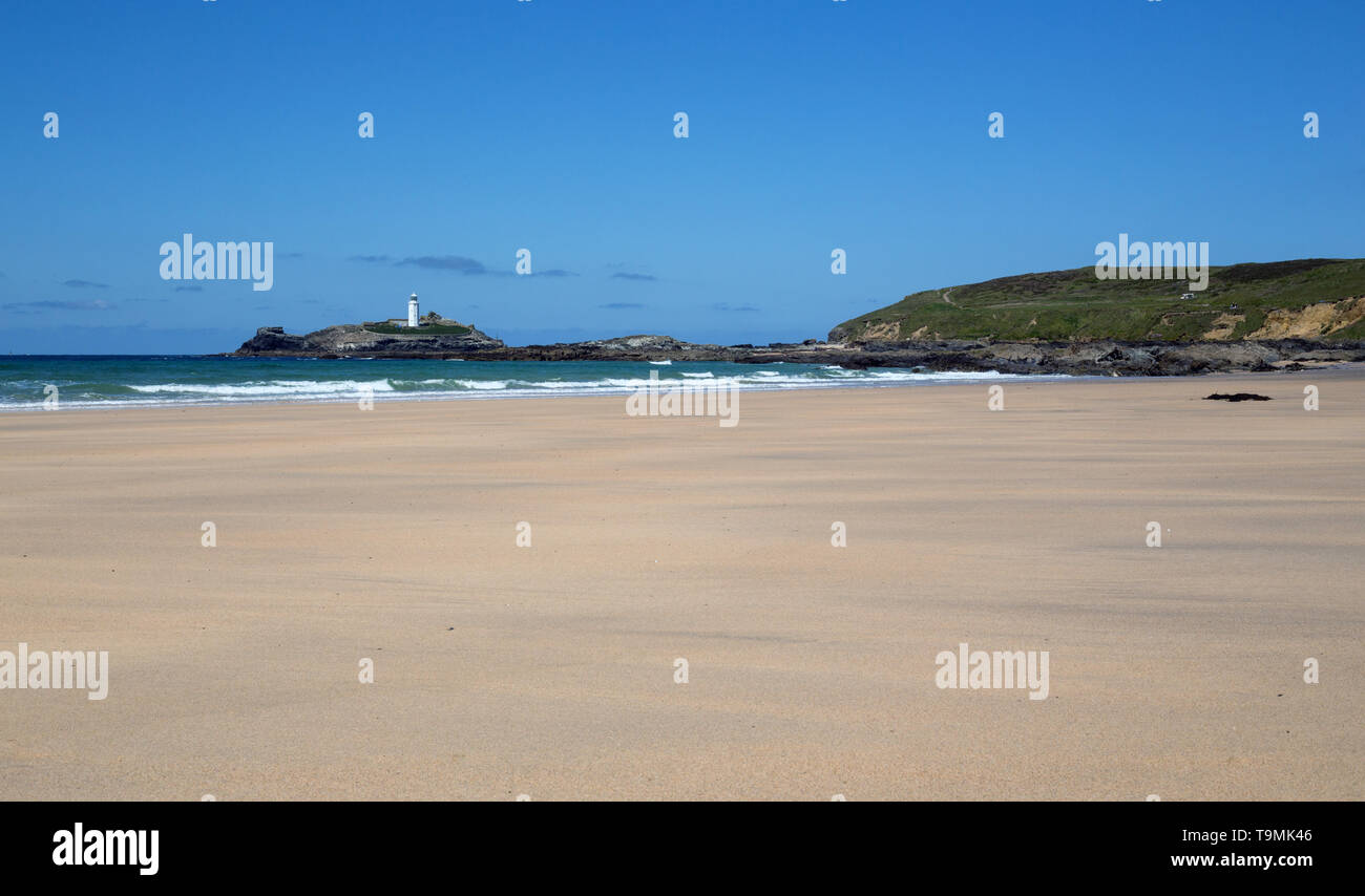 Godrevy Lighthouse and a deserted beach, Cornwall - Stock Image