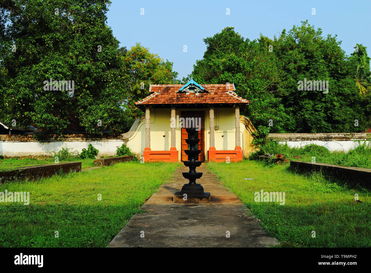 Thirumoozhikkulam Lakshmanaperumal Temple at Moozhiklulam near Angamaly, Ernakulam dist. Kerala. One of the fours major temples in 'Nalambala darsan' Stock Photo