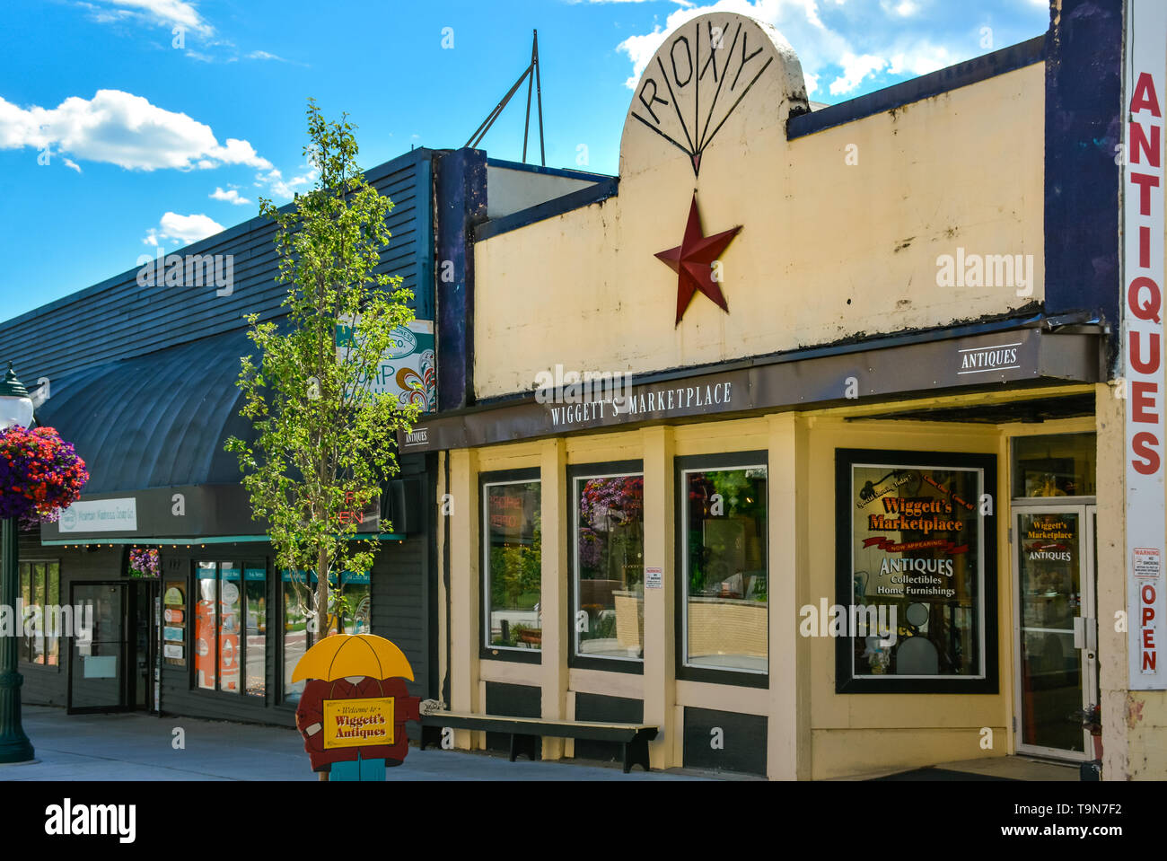 Storefront and entrance to Wiggett's Marketplace, an Antique store in a cool, vintage building in downtown Coeur d'Alene, ID - Stock Image