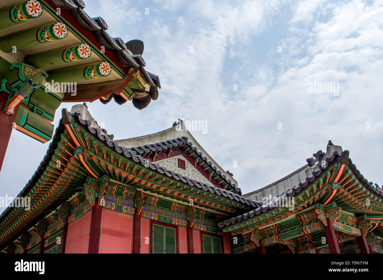 Buddhist temple in Seoul, South Korea - beautiful historic religious building with bright colors - Stock Image