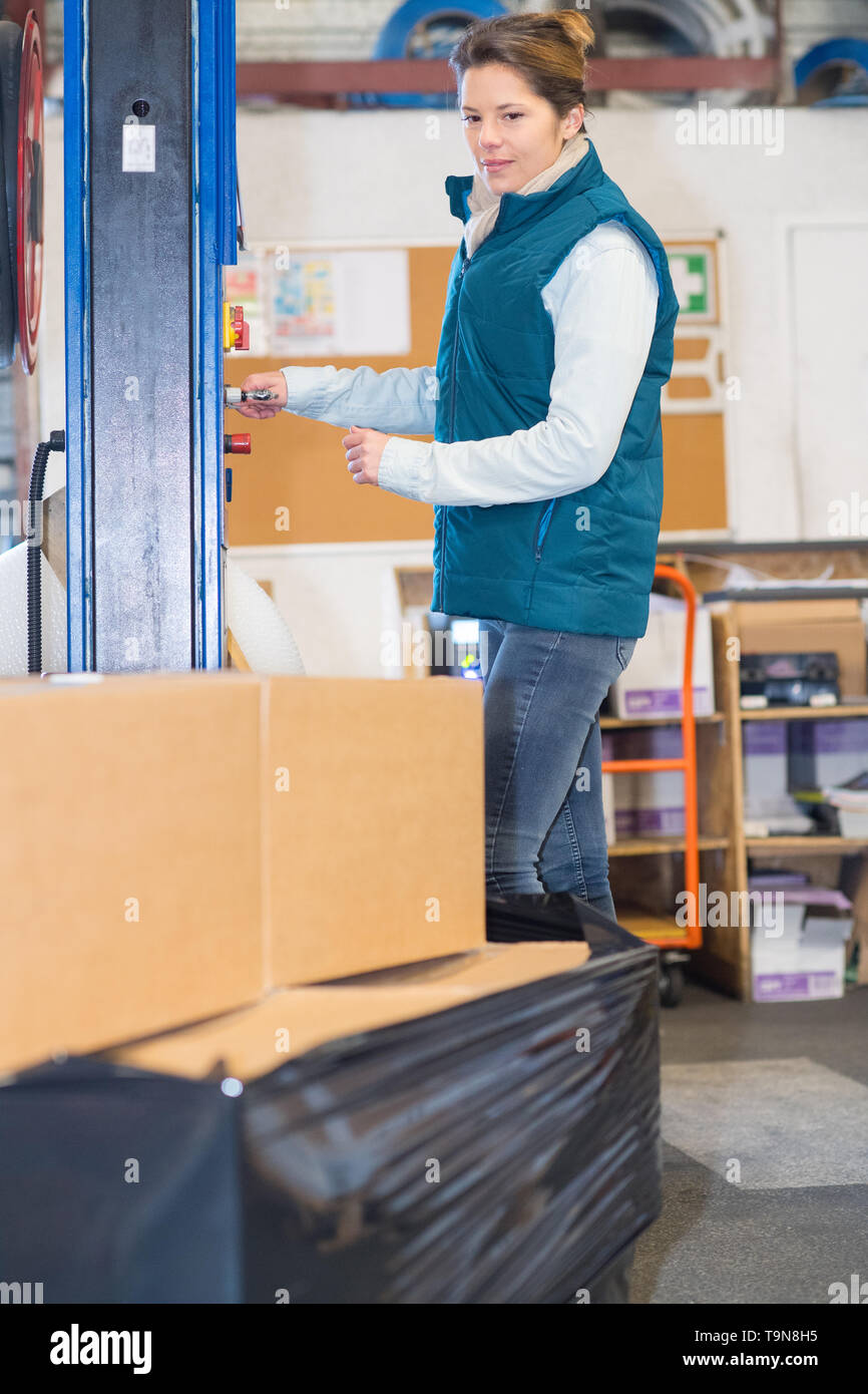 woman working at a warehouse - Stock Image