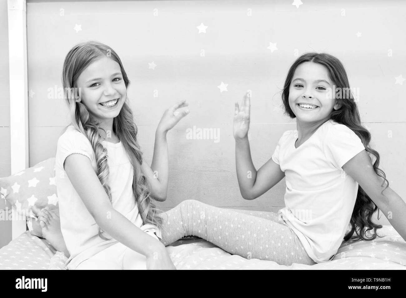 Sisters older or younger major factor in siblings having more positive emotions. Girls sisters spend pleasant time communicate in bedroom. Benefits ha - Stock Image