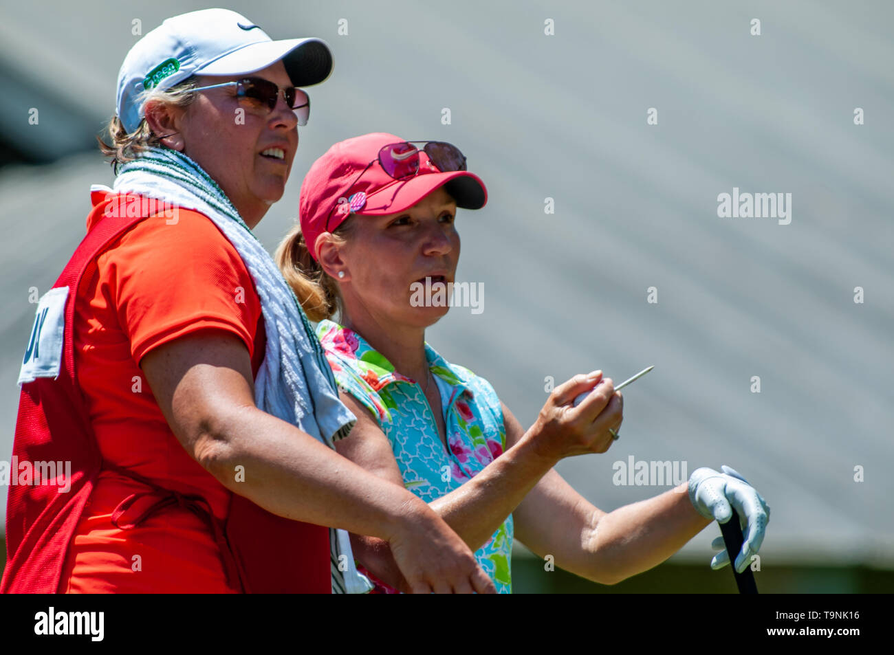 Southern Pines, North Carolina, USA. 19th May, 2019. May 19, 2019 - Southern Pines, North Carolina, US - SUZY GREEN-ROEBUCK of Ann Arbor, Michigan talks with her caddie on the ninth tee during the final round of the USGA's 2nd U.S. Senior Women's Open Championship at Pine Needles Lodge & Golf Club, May 19, 2019 in Southern Pines, North Carolina. HELEN ALFREDSSON of Sweden won with a final round of 72, carding a 285 total for the tournament. Credit: Timothy L. Hale/ZUMA Wire/Alamy Live News - Stock Image