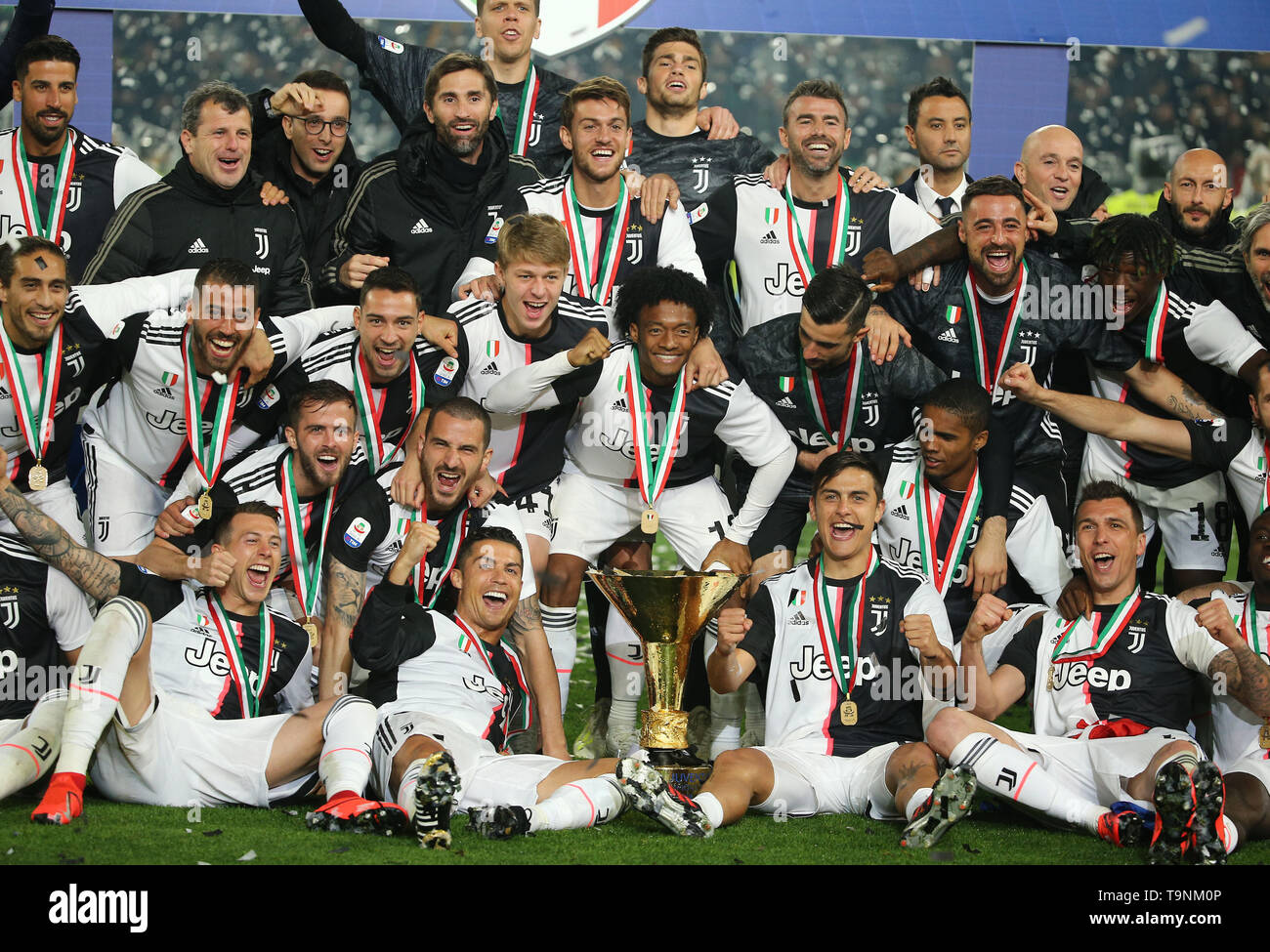juventus team high resolution stock photography and images alamy https www alamy com turin may 19 20th apr 2019 fc juventus team celebrate winning their league during the trophy ceremony at the end of the serie a soccer match between fc juventus and atalanta in turin italy may 19 2019 fc juventus sealed the title with a 2 1 victory over fc fiorentina on april 20 2019 credit augusto casasolixinhuaalamy live news image246953750 html