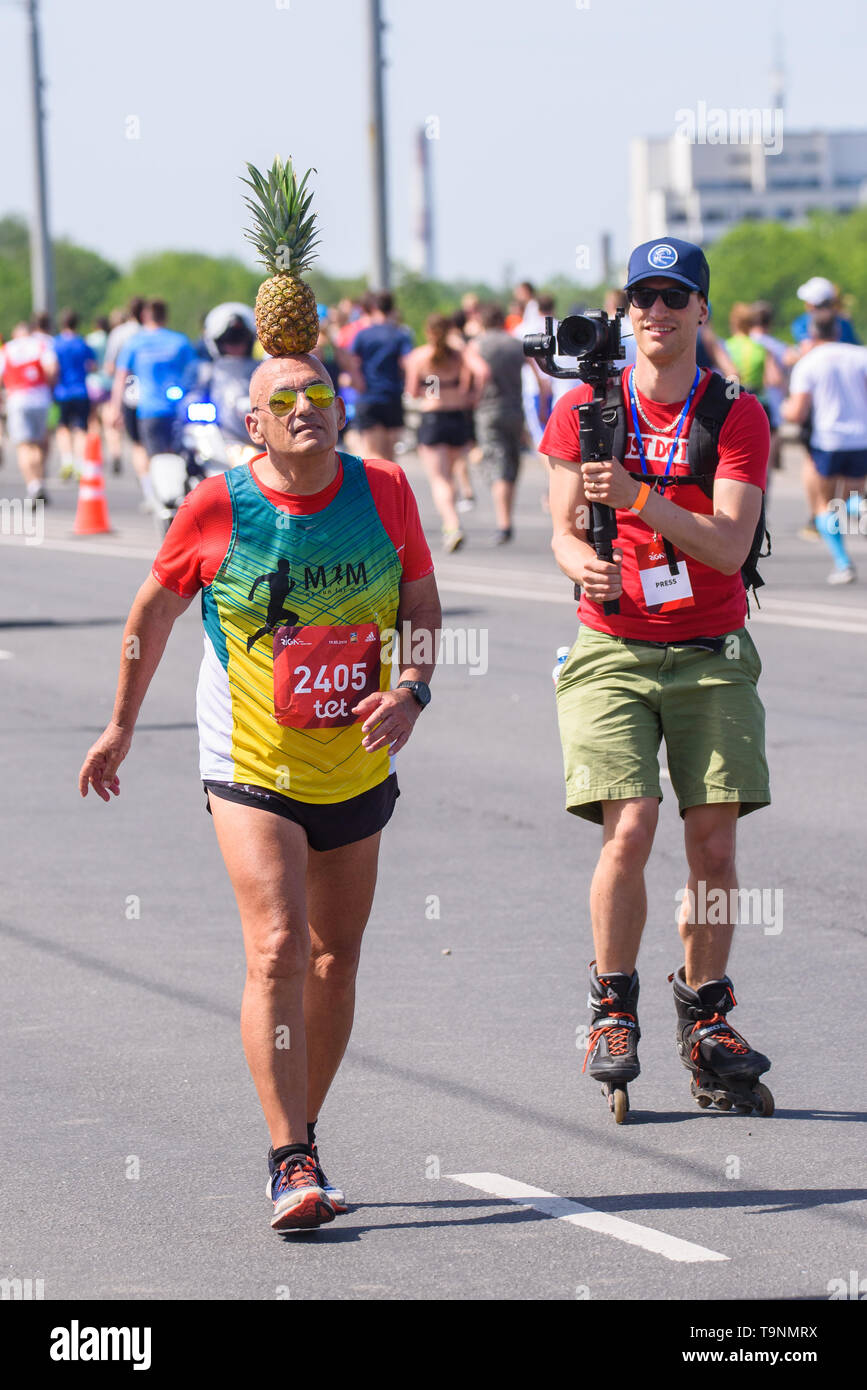 19.05.2019. RIGA, LATVIA. Moshe Lederfine, ,Funny episode, during TET RIGA MARATHON 2019 - competitor with pineapple on head.  The only IAAF Gold Label marathon in Northern Europe. - Stock Image