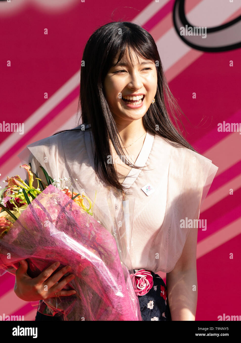 Japanese actress Tao Tsuchiya attends winning ceremony of the 80th Japanese Oaks (G1 2400m) at Tokyo Racecourse, Tokyo, Japan on 19 May 2019. Credit: Motoo Naka/AFLO/Alamy Live News - Stock Image