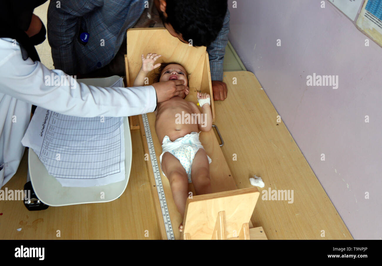 (190520) -- SANAA, May 20, 2019 (Xinhua) -- A malnourished child is weighted while receiving treatment at a malnutrition care-center in Sanaa, Yemen, on May 19, 2019. With 360,000 children suffering from severe acute malnutrition and 2.5 million - or half of all children under the age of five - stunted, the country is spiralling perilously close to the brink, Executive Director of the United Nations Children's Fund  (UNICEF) Henrietta Fore warned. (Xinhua/Mohammed Mohammed) - Stock Image