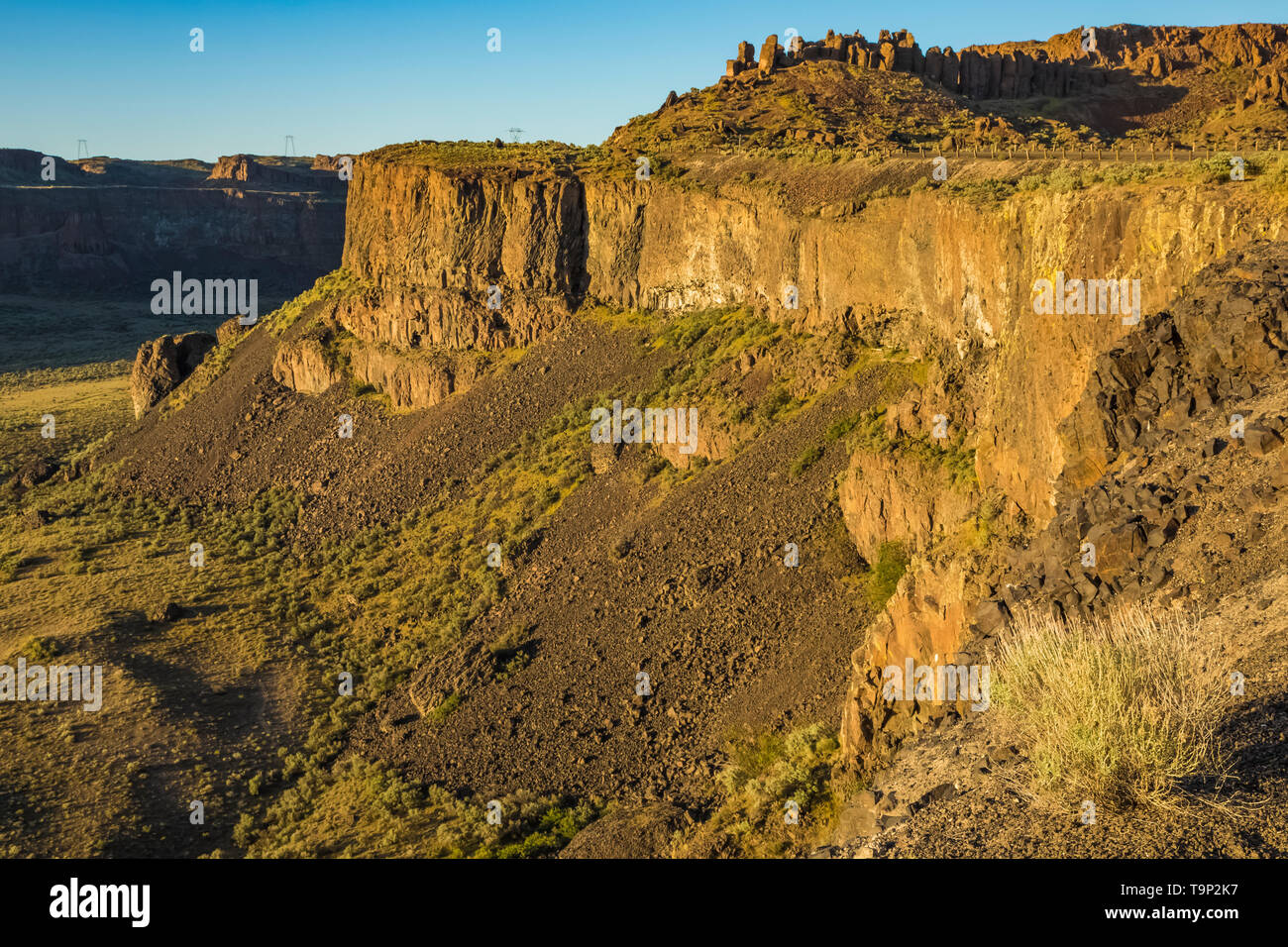Basalt Cliffs along the edge of Frenchman Coulee, some of the channeled scablands, near Vantage, Washington State, USA - Stock Image