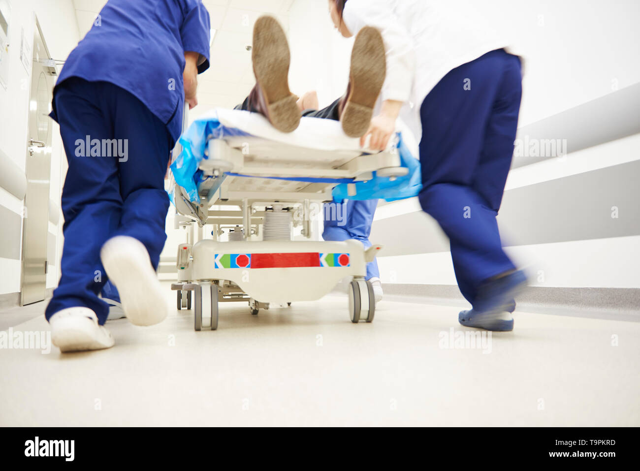 Doctors running for the surgery - Stock Image