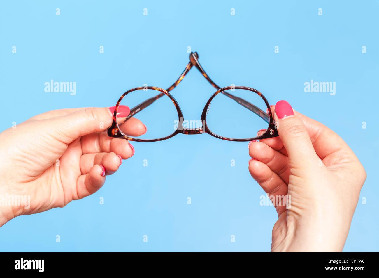 ptometrist giving new optical glasses - Stock Image