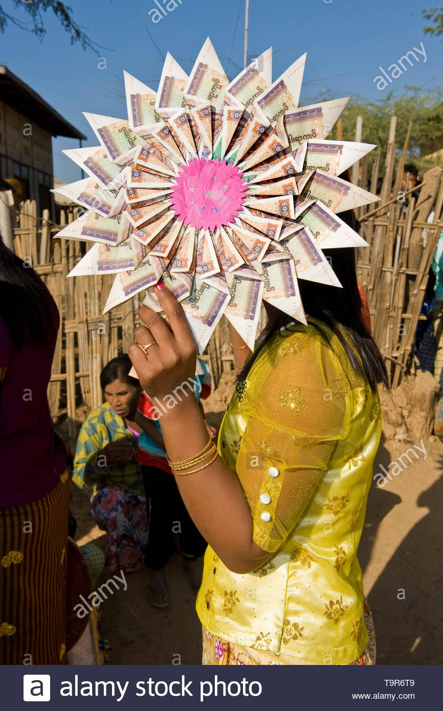 Myanmar, Surrounding of Bagan, Festival of initiation of girls nuns - Stock Image