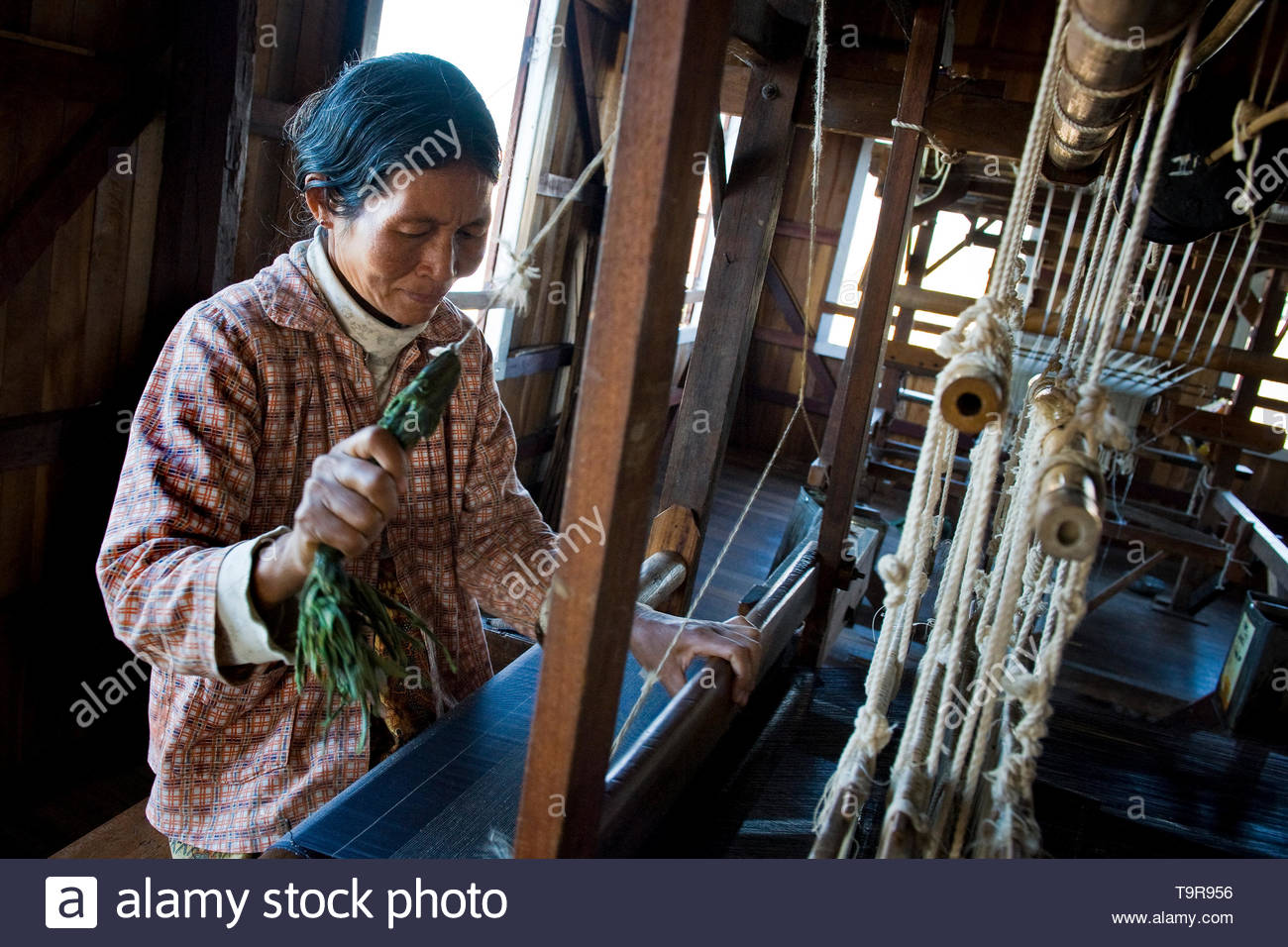 Myanmar, Inle lake, weaving - Stock Image