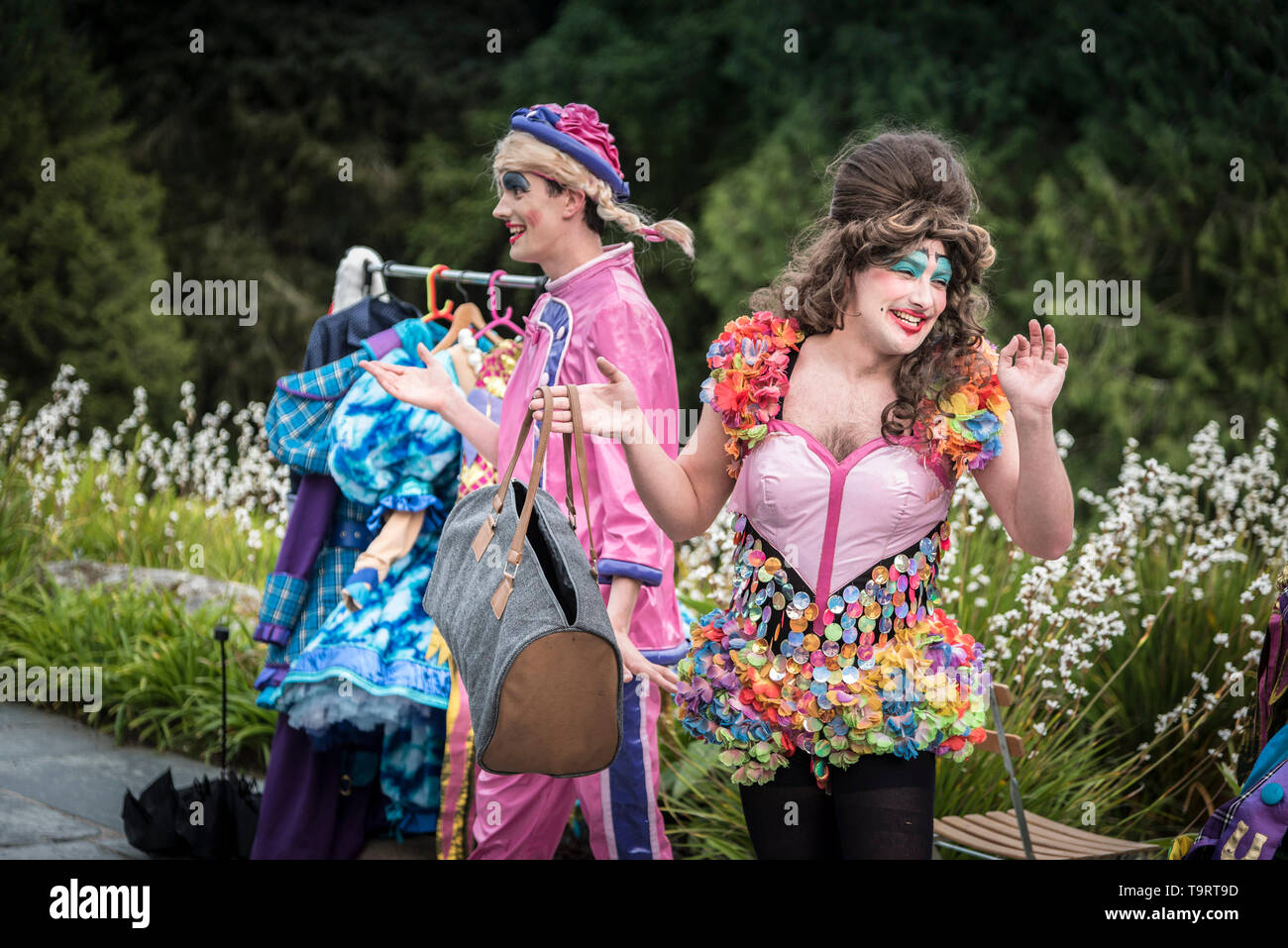 Oh No It Isn't. A virbrant, colourful theatre performance presented by LKT Productions at theatre Garden in Cornwall. Stock Photo