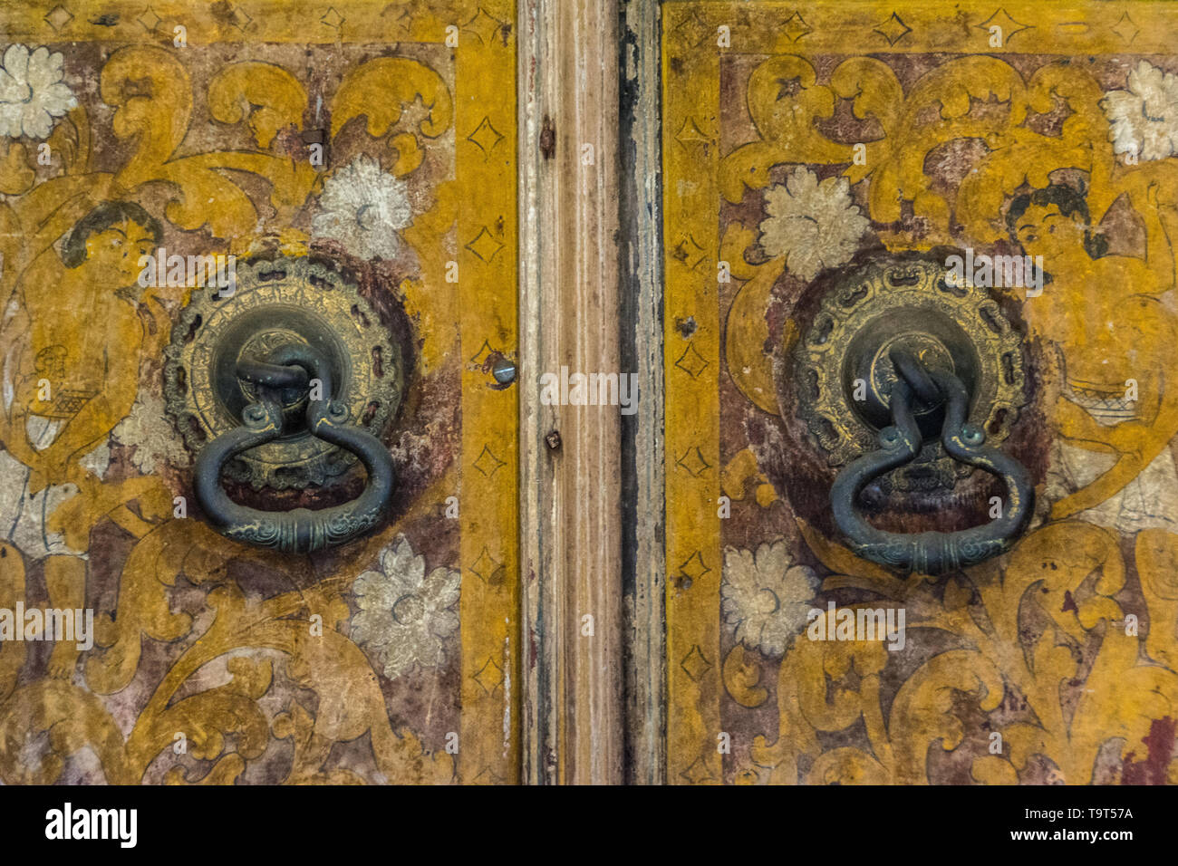 Sri Lanka trip, day 7: a detail of one of the painted doors at the