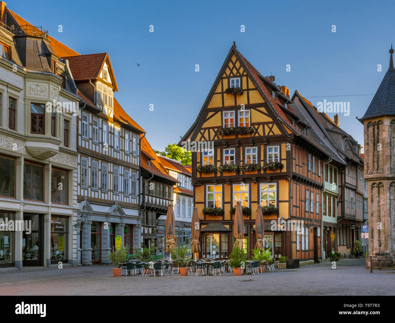 Cafe in the market in the UNESCO-world cultural heritage of the city of Quedlinburg, Saxony-Anhalt, Germany, Europe, Cafe am Markt im UNESCO-Weltkultu Stock Photo