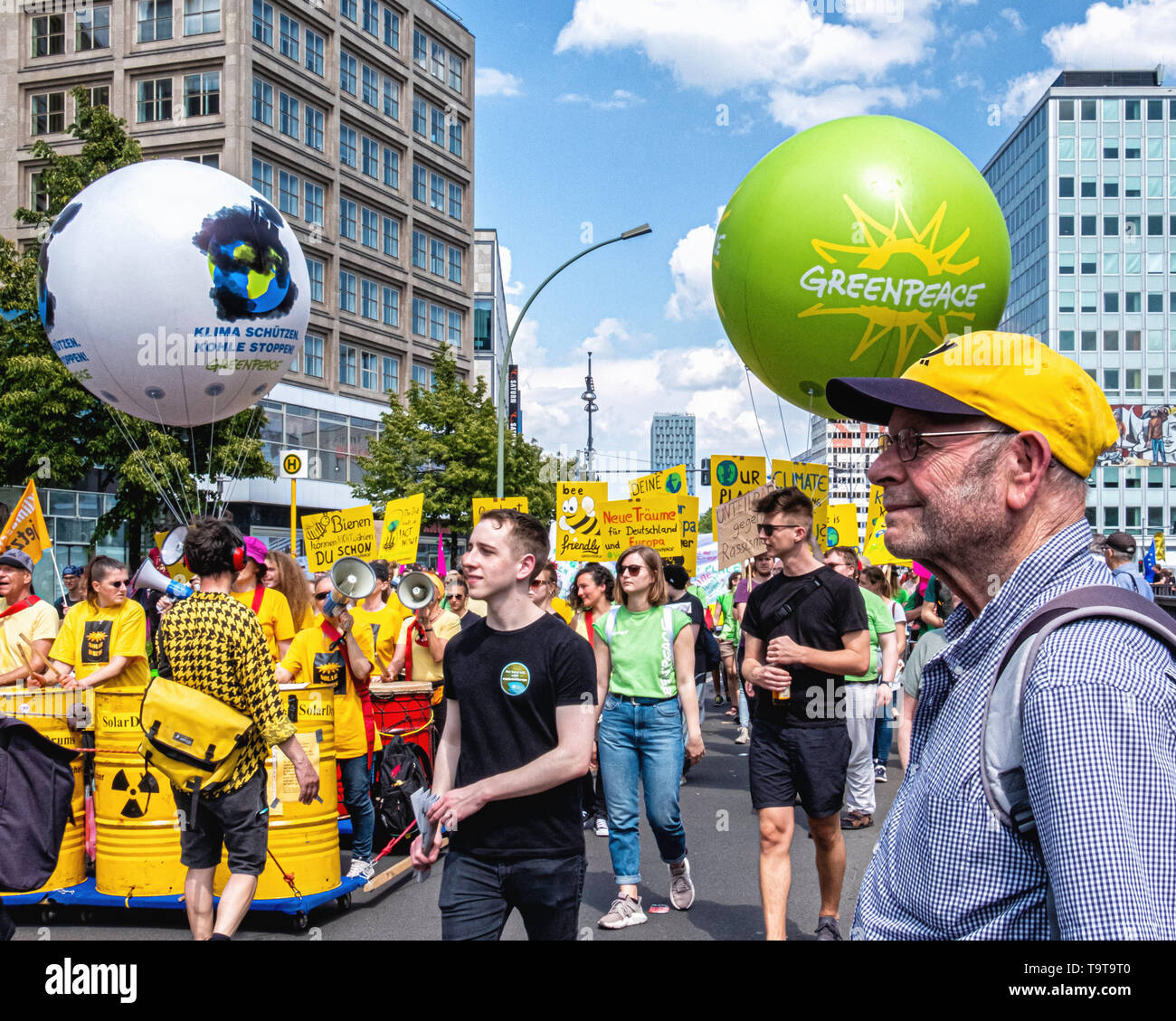 """Germany, Berlin, Mitte, 19th May 2019. """"One Europe for All' Demonstration - people gathered at Alexanderplatz as part of a Nationwide demonstration to promote solidarity in Europe in a run up to the upcoming European Elections. The Demo was organised by NGOs including Campact, Pro Asyl, Attac, Mehr Demokratie and Naturfreunde, the Seebrücke movement & Paritätischer Wohlfahrtsverband to oppose the racism, hate and resentment against minorities that is stirred up by right-wing activists and policies. Credit: Eden Breitz/Alamy - Stock Image"""