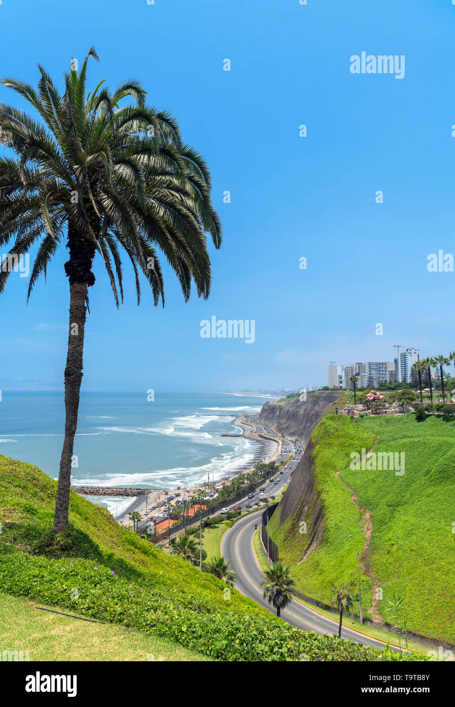Lima, Miraflores. View of Miraflores from Parque del Amor on the clifftops overlooking the Pacific Ocean, Lima, Peru, South America - Stock Image