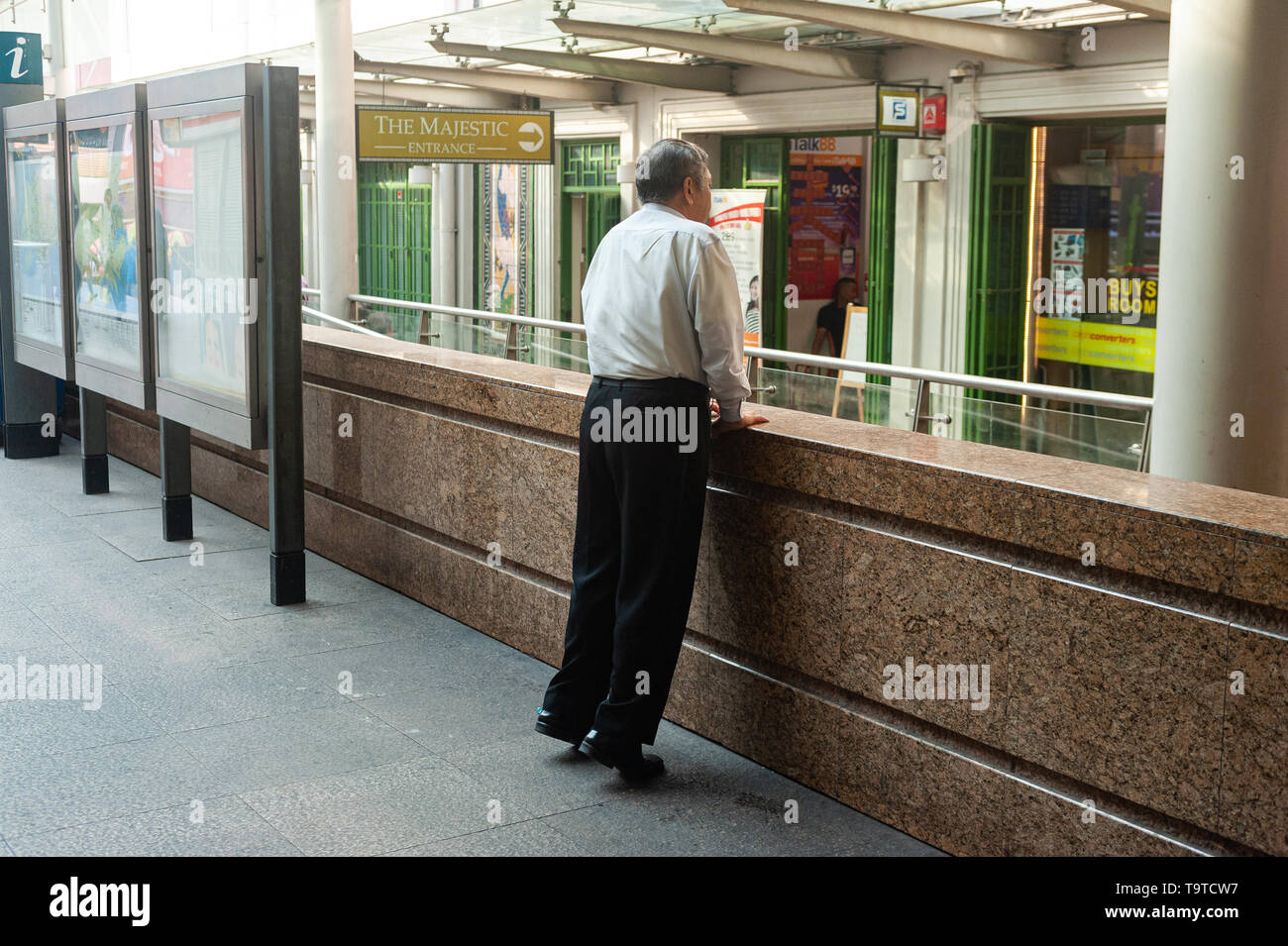 29.03.2019, Singapore, Republic of Singapore, Asia - A man in Chinatown is standing on his toes and stretching. - Stock Image