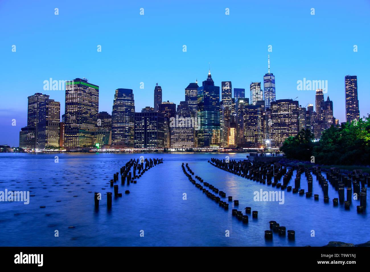 Manhattan panoramic skyline at night from Brooklyn Bridge Park. New York City - Stock Image
