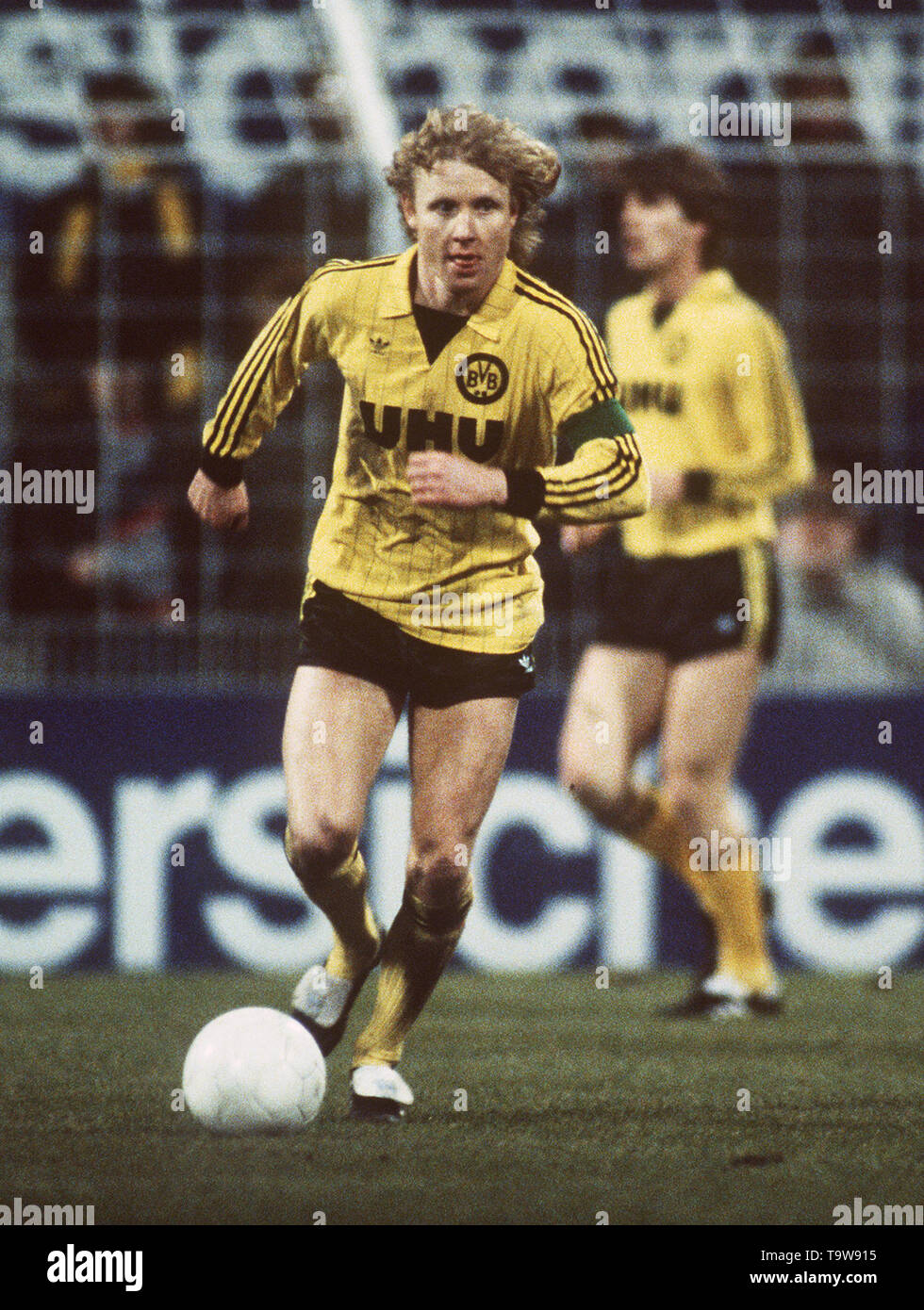 Manfred BURGSMUELLER died at the age of 69 surprisingly. Archive photo; Manfred BURGSMUELLER, Germany, Football, Borussia Dortmund, Single Action, HF Â | usage worldwide - Stock Image
