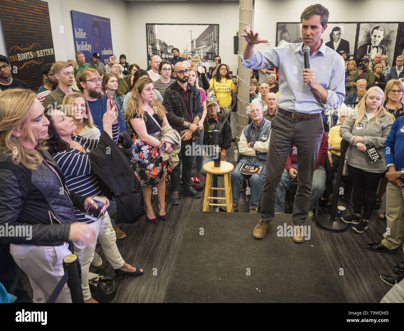 Davenport, Iowa, USA. 20th May, 2019. BETO O'ROURKE, a Texas Democrat, talks to Democratic voters during a town hall style campaign appearance in Davenport. About 200 people came to the event in the River Music Experience, a downtown venue. O'Rourke, running to be the 2020 Democratic nominee for the US Presidency, has made climate change a central part of his campaign. He held a town hall in Davenport Monday. Iowa traditionally hosts the the first election event of the presidential election cycle. The Iowa Caucuses will be on Feb. 3, 2020. Credit: Jack Kurtz/ZUMA Wire/Alamy Live News - Stock Image