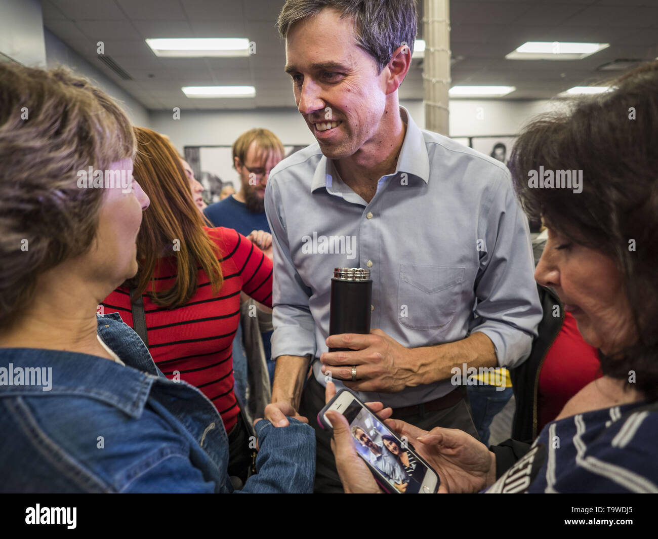 Davenport, Iowa, USA. 20th May, 2019. BETO O'ROURKE, a Texas Democrat, talks to individual voters after a town hall style campaign appearance in Davenport. About 200 people came to the event in the River Music Experience, a downtown venue. O'Rourke, running to be the 2020 Democratic nominee for the US Presidency, has made climate change a central part of his campaign. He held a town hall in Davenport Monday. Iowa traditionally hosts the the first election event of the presidential election cycle. The Iowa Caucuses will be on Feb. 3, 2020. Credit: Jack Kurtz/ZUMA Wire/Alamy Live News - Stock Image