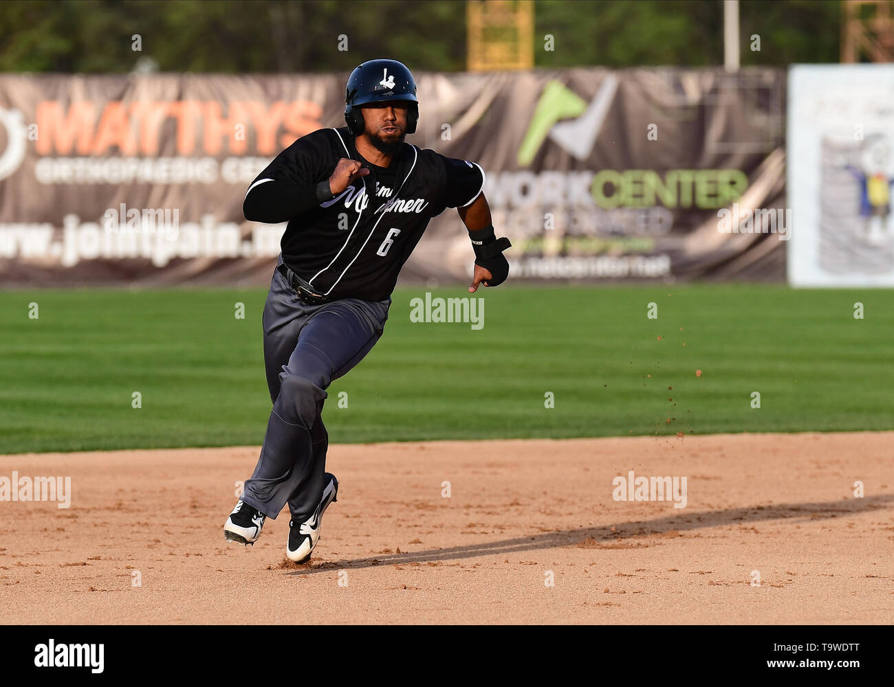 Fargo, ND, USA. 20th May, 2019. Milwaukee Milkmen Jose Rosario (6) races to third base during the FM Redhawks game against the Milwaukee Milkmen in American Association professional baseball at Newman Outdoor Field in Fargo, ND. Milwaukee won 5-3. Photo by Russell Hons/CSM/Alamy Live News - Stock Image