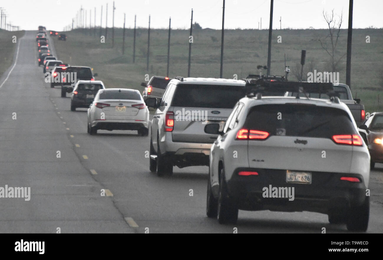 Hundreds of storm chasers line up along the roads and cause traffic jams as flooding rain and severe storms, including tornadoes, are predicted in the Southern Plains through late Monday May 20, 2019. Tornado watches in effect in the Texas Panhandle and Oklahoma expire before midnight. Then, flooding is expected to become the major concern overnight from Oklahoma City to Tulsa and to the northeast. The tornado outbreak has not been as severe as feared as twisters have mostly avoided population centers. Photo by Gene Blevins/ZumaPress Credit: Gene Blevins/ZUMA Wire/Alamy Live News - Stock Image