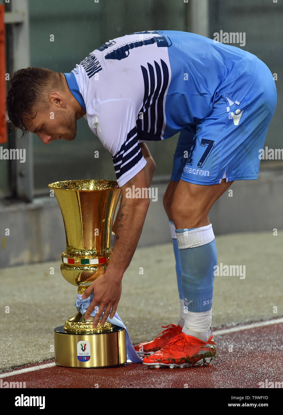 Rome, Italy. 21st May, 2019. Serie A Lazio vs Bologna Stadio Olimpico.Roma 20-05-2019 In the photo Ciro Immobile with the Tim Cup Foto Fotografo01 Credit: Independent Photo Agency/Alamy Live News - Stock Image