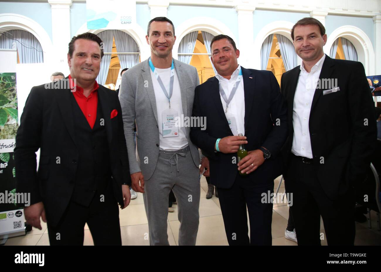 Hamburg, Deutschland. 20th May, 2019. Ralf Duemmel, Dr. Wladimir Klitschko, Jochen Vogel, Hans Juergen Moog (Rewe) 3rd Food Innovation Camp a conference on which Germanys food and logistics industry meets in the Hamburg Chamber of Commerce | usage worldwide Credit: dpa/Alamy Live News - Stock Image