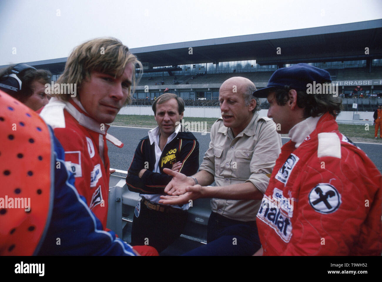 Formula 1, Grand Prix Germany 1977, Hockenheimring, 31.07.1977 pit lane James Hunt Guenter Schmid, ATS Mike Kranefuss, Ford Niki Lauda www.hoch-zwei.net, copyright: HOCH ZWEI/Ronco | usage worldwide - Stock Image