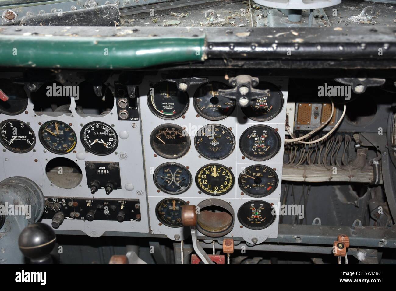 Douglas, DC 6, DC-6, DC6, Flugzeug, Passagiermaschine, ausgemustert, verlassen, vergessen, Friedhof, Flugzeugfriedhof, Instrumente, Messinstrumente, S - Stock Image